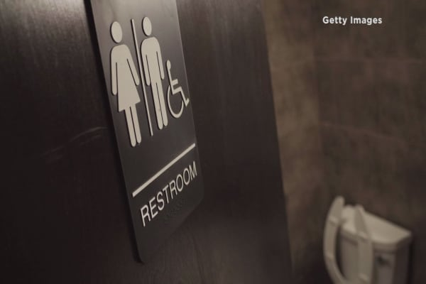 Us Gives Directive To Schools On Transgender Bathroom Access