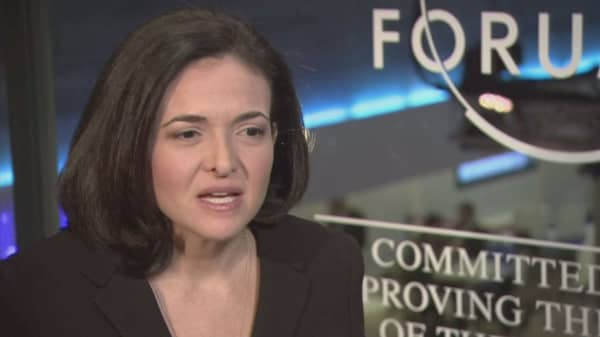 Sheryl Sandberg deliver compelling speech at UC Berkeley