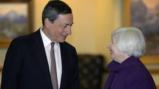 Janet Yellen, chair of the U.S. Federal Reserve, right, speaks with Mario Draghi, president of the European Central Bank.