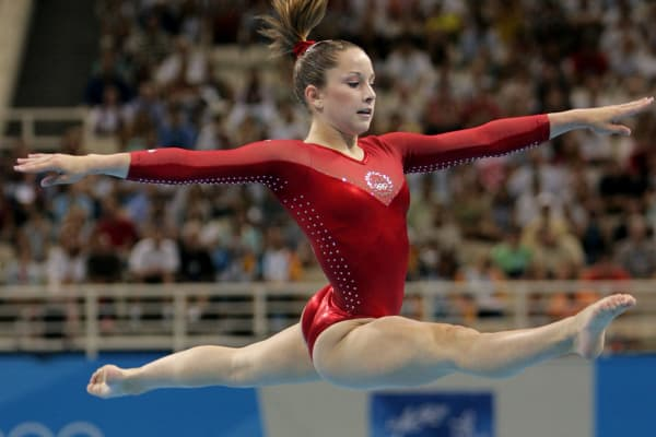 Carly Patterson of the US takes part in the balance beam event during the Women's Individual All-Around Gymnastics Final in the Olympic Indoor Hall at the Olympic Games in Athens, 19 August 2004.