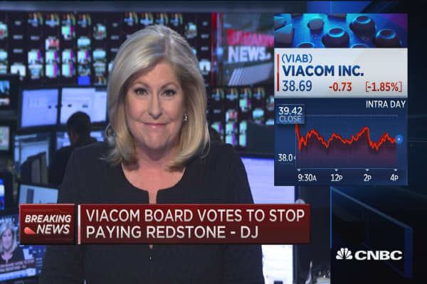 Viacom board votes to stop paying Redstone -DJ