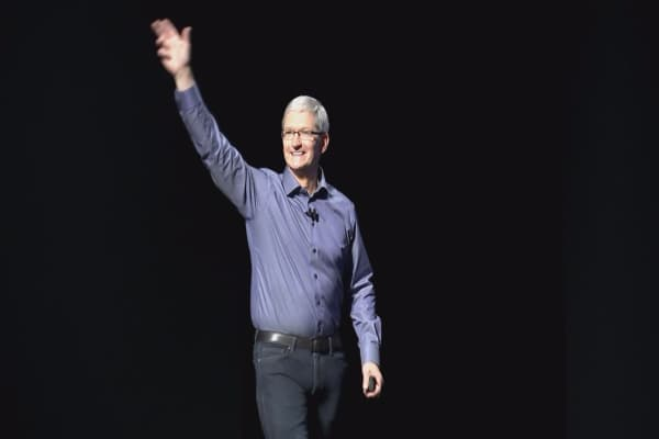 Apple chief facing challenges on India trip