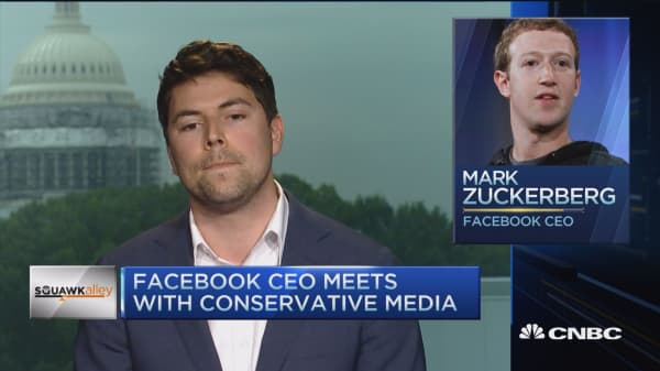 Facebook meets with conservative media