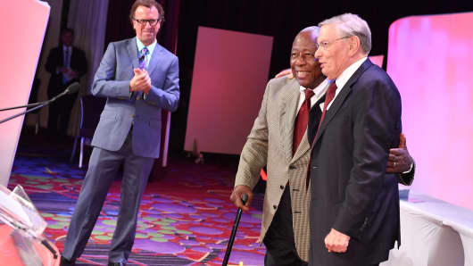 Hank Aaron and Bud Selig at The Sports Business Awards, May 18, 2016.
