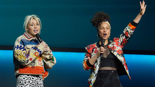 Miley Cyrus and Alicia Keys during the 2016 NBCUniversal Upfronts