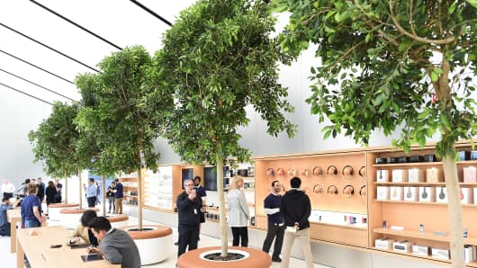 The Genius Grove in Apple's new San Francisco store on May 19, 2016.