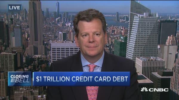US consumer credit card debt crawls to $1 trillion