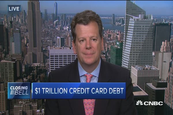 US consumer credit card debt crawls to $1 trillion
