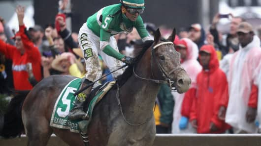 Exaggerator ridden by Kent Desormeaux leads the field to win the 141st running of the Preakness Stakes at Pimlico Race Course on May 21, 2016 in Baltimore, Maryland.