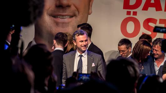 Norbert Hofer, presidential candidate of the right-wing populist Austrian Freedom Party (Freiheitliche Partei Oesterreichs, or FPOe), greets supporters at the FPOe election party following initial poll results during Austrian presidential elections on Ma