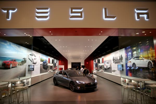 Tesla Store in the Dadeland Mall
