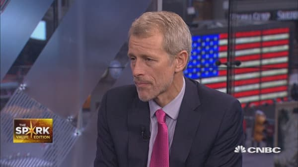 Whitney Tilson talks growth and returns