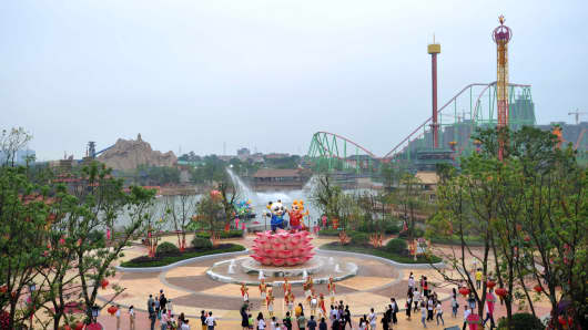 Visitors at the newly open theme park 'Wanda City' in Nanchang, east China's Jiangxi province.