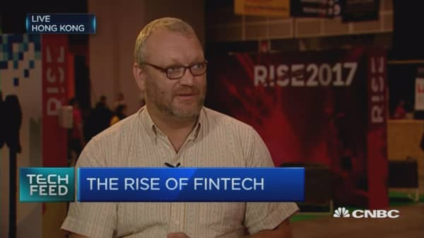 (Hold off please) Fintech