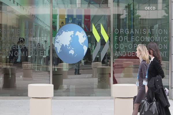 OECD urges governments to take action