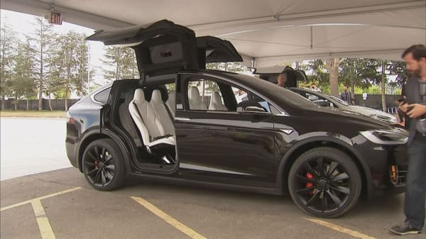 Tesla to release software updates to fix Model X doors