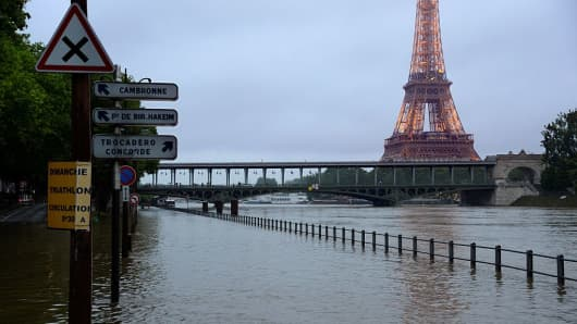 A photo taken on June 1, 2016 shows the flooded Seine river and the Eiffel Tower in Paris.