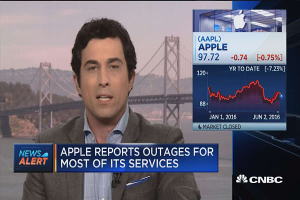 Apple reports outages for most services