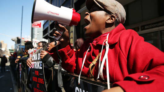 Hundreds of Verizon workers strike outside of the telecommunications company's Brooklyn offices on April 13, 2016, in New York City.