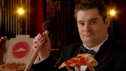 Pizza Hut commercial with Bobby Moynihan from SNL
