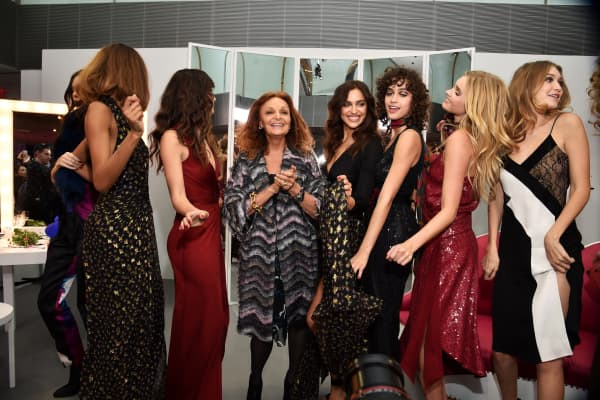 (L-R) Kendall Jenner, Jourdan Dunn, Lily Aldridge, Diane Von Furstenberg, Irina Shayk, Alanna Arrington, Elsa Hosk and Gigi Hadid pose wearing Diane Von Furstenberg Fall 2016 during New York Fashion Week on February 14, 2016 in New York City.