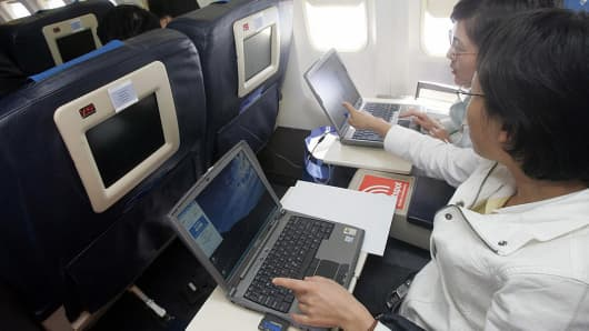 Airplane with Computers, Wifi idea