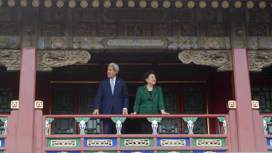 US Secretary of State John Kerry and Chinese Vice Premier Liu Yandong tour the Forbidden City's Qianlong Garden in Beijing on June 5 ahead of the 'Eighth US-China Strategic and Economic Dialogue.'