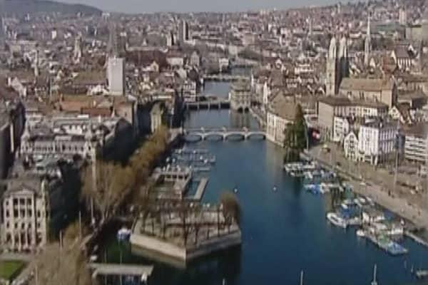 Swiss voters reject free money plan