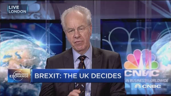 Brexit polls show close vote