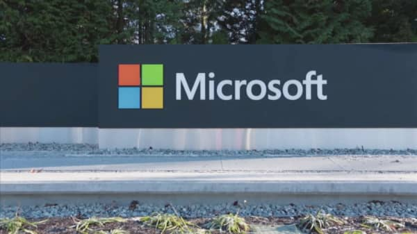 Microsoft fights history with biggest-ever acquisition