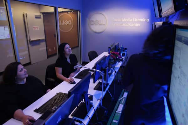 Dell employees work in a computer lab