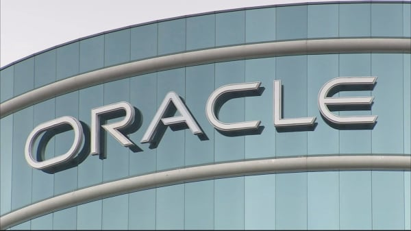 Oracle reports fourth quarter eanings