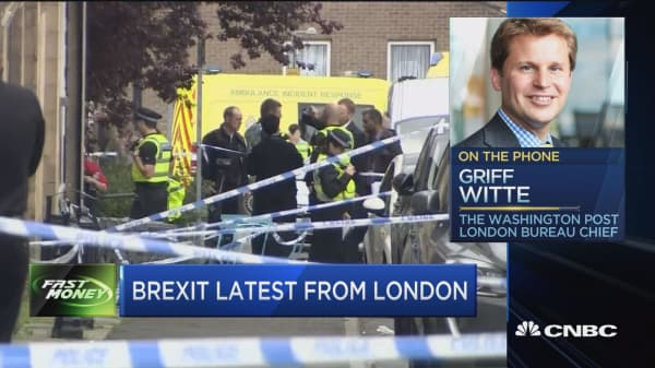 UK mourns Jo Cox, Brexit campaign halted