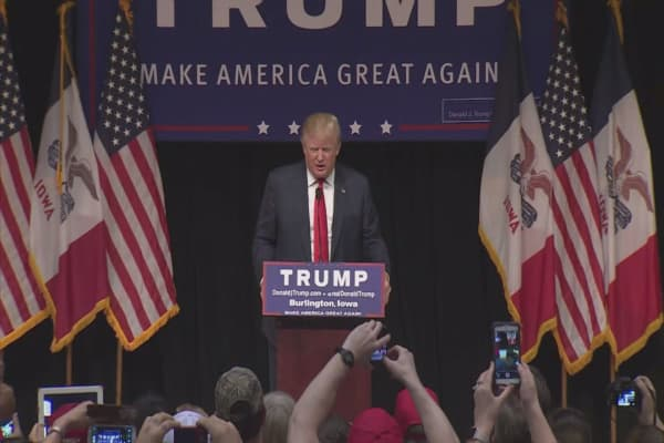 Trump threatens to self-fund campaign