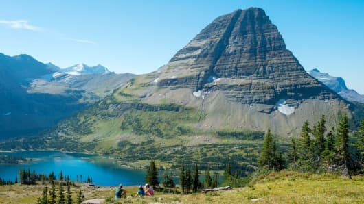 View of Bearhat Mountain above Hidden Lake at Logan Pass in Glacier National Park, Montana.