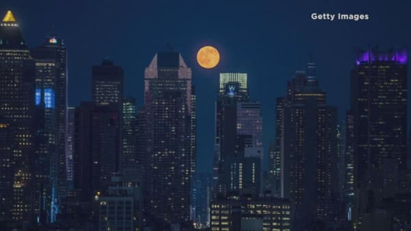 Full 'strawberry' moon shines during summer solstice