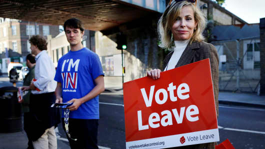 A Britain Stronger In Europe campaigner (L) stands next to a Vote Leave campaigner outside Parsons Green Tube station in London June 20, 2016.