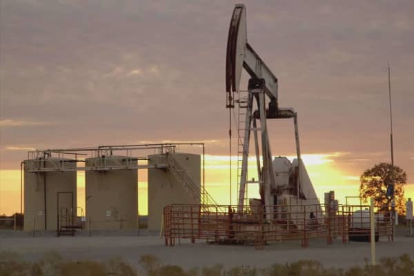 Oil prices above $50 after API data