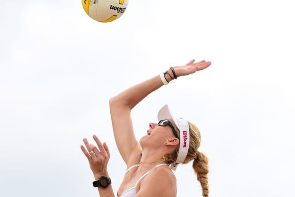 Kerri Walsh Jennings, Volleyball Professional