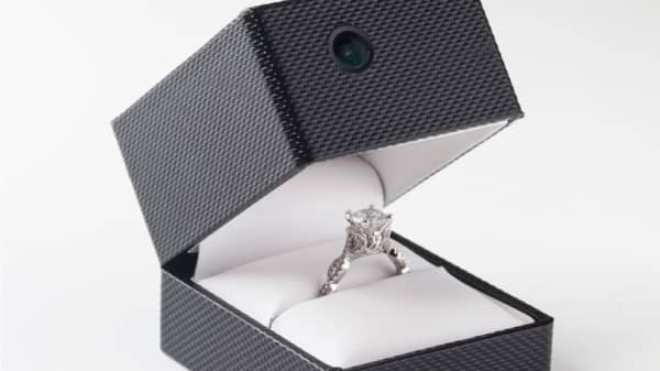 This engagement ring box records up to 90 minutes of footage.