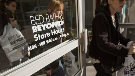 Bed Bath Amp Beyond Shares Struggle Amid Weak First Quarter