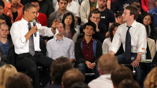 President Barack Obama (L) talks with Facebook CEO Mark Zuckerberg.