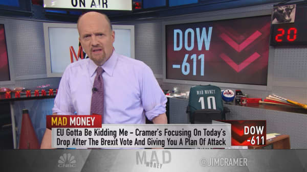 Cramer: Why US stocks declined more than the UK