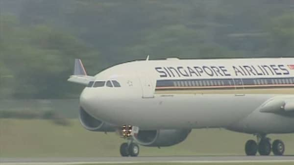 Singapore Airlines flight catches fire after emergency landing
