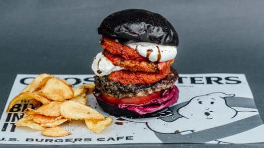 Japanese burger chain J.S. Burgers Cafe evidently has some big Ghostbusters fans on staff – their new menu features several new meals based on the movie, including a black burger.