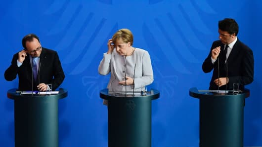 (L-R) French President Francois Hollande, German Chancellor Angela Merkel and Italy's Prime Minister Matteo Renzi address a press conference ahead of talks following the Brexit referendum at the chancellery in Berlin, on June 27, 2016.