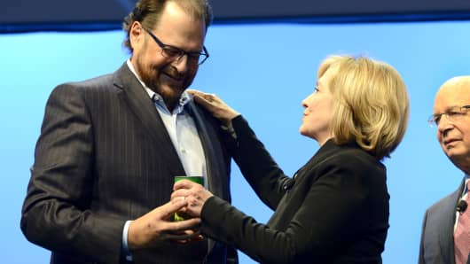 Marc Benioff and Hillary Clinton at Salesforce.com's Dreamforce 2014 Conference. At right is Klaus Schwab.