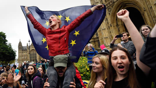 Crowds demonstrate outside the Houses of Parliament during a protest aimed at showing London's solidarity with the European Union following the recent EU referendum, in central London, Britain June 28, 2016.
