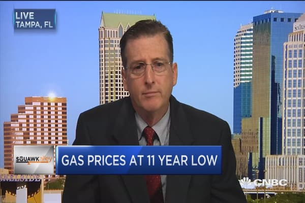 Gas cheap as oil moves higher