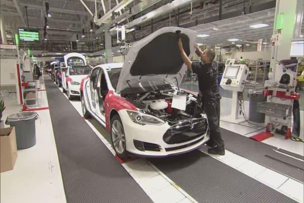 Tesla falls short of delivery targets, again